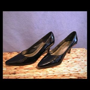 Black patent leather Bella Vita heels perfect!